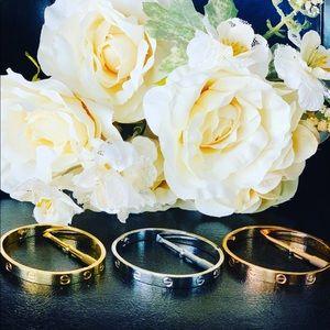 Jewelry - Love screw bracelet